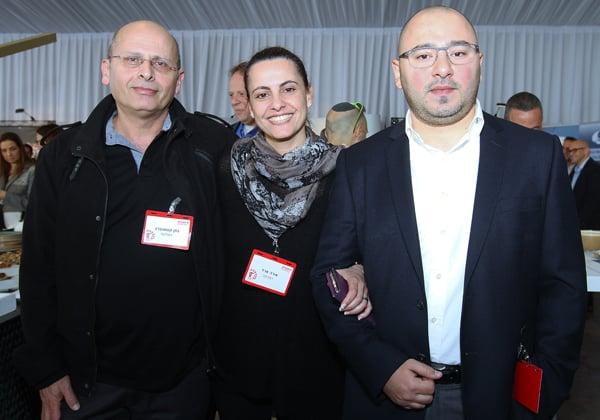 מימין: בוריס איליאייב, מנהל אבטחת מידע וסיכוני IT בפניקס חברה לביטוח; אורה ארד, מנהלת הפרויקט הזוכה - הקמת מערכת לניהול משתמשים והרשאות; ונתן קסטנברג, תכניתן ראשי