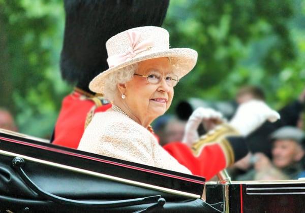 צפתה בדיוקנה החדשה בזום בגלל הימצאות בבידוד ממרץ. המלכה אליזבת השנייה. צילום: BigStock