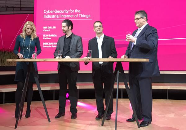 """מימין אילן ברדה, מנכ""""ל Radiflow; דירק באקופן, מנהל תחום אבטחת הטלקום ב-T-Online; וניר גילר, מנכ""""ל CyberX. צילום: אבי בליזובסקי"""