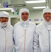השר, ראש העירייה ונשיא חברת ההיי-טק לבשו לבן
