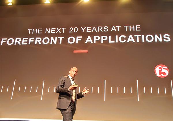 """פרנסואה לוקו-דונאו, מנכ""""ל F5 Networks, פותח את הכנס. צילום: פלי הנמר"""