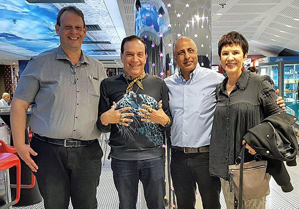 """מימין: עופר צברי, מנמ""""ר אל-על; דליה אסיא-פלד, מנכ""""לית קבוצת אנשים ומחשבים; פלי הנמר, יזם ומנהיג הקבוצה; ונתי אברהמי, מנכ""""ל טלדור"""