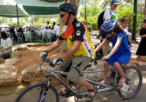 רכיבה על אופני טנדם. צילום: מיכל סלע