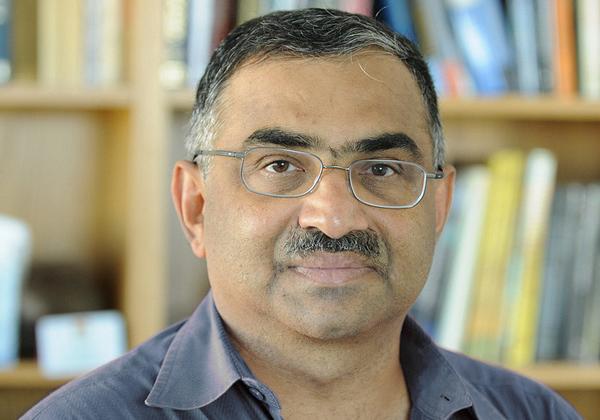 פרופ' שריניוואס קולקארני, מהמחלקה לאסטרופיזיקה במכון הטכנולוגי של קליפורניה. צילום: ישראל הדרי