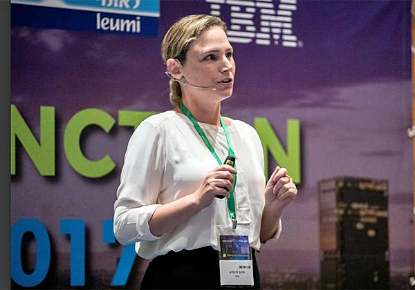 איילת אבני, מנהלת בכירה לתחומי האבטחה וההונאה ב-IBM Trusteer. צילום: תומר פולטין
