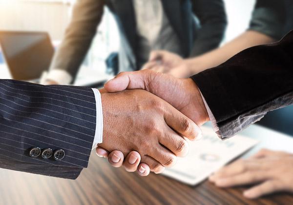 """שותפות בין המנמ""""רים למנכ""""לים ולביזנס - ליציאה חלקה יותר מהמשבר. צילום אילוסטרציה: Prathan, BigStock"""