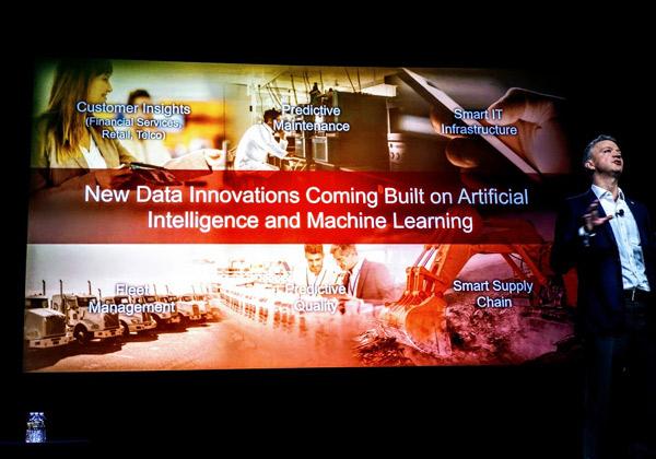 ואיך אפשר בלי קורטוב של בינה מלאכותית ולמידה מכונה? אי אפשר, ברור. אז הנה גם את זה Hitachi Vantara מוסיפה. לבריאות. צילום: פלי הנמר