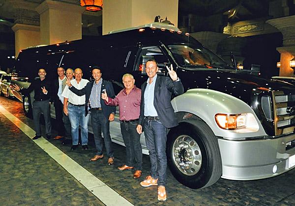 המונית המוארכת ממתינה למשלחת Hitachi Vantara הישראלית, באירוח ההנהלה האירופית