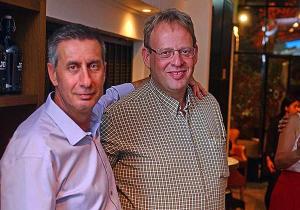 """מימין: נתי אברהמי, מנכ""""ל קבוצת טלדור, ושי ורדי, סמנכ""""ל מערכות המידע של ישראכרט. צילום: מקס קרבצ'נקו"""