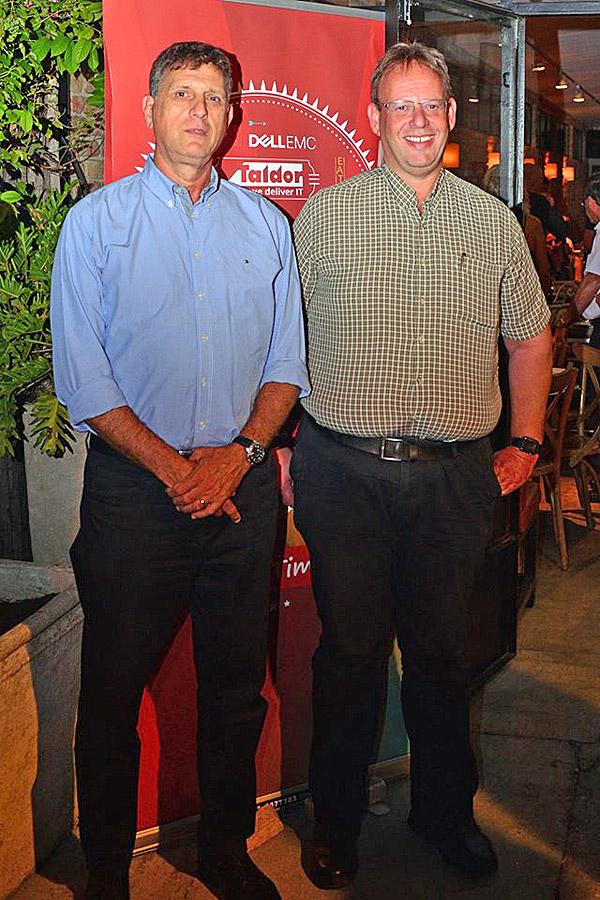 """מימין: נתי אברהמי, מנכ""""ל קבוצת טלדור, ושלומי קוארטלר, מנכ""""ל Dell-EMC ישראל. צילום: מקס קרבצ'נקו"""