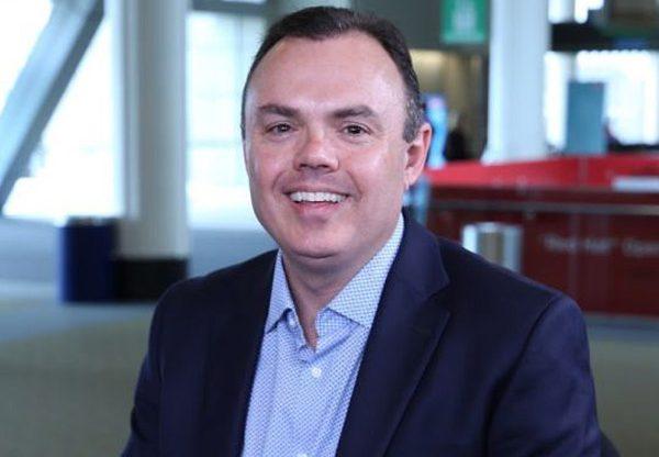 """מייק פאריס, סגן נשיא לפיתוח עסקי טכני וארכיטקטורה עסקית ברד-האט. צילום: יח""""צ"""