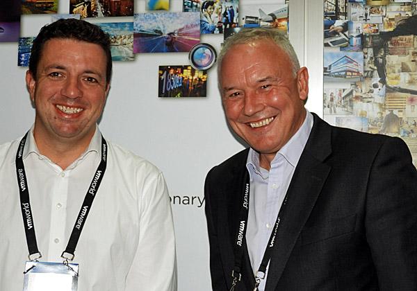 מימין: טים פיצ'ר, סגן נשיא, ומרטין קופר, מנהל הנדסת מערכות גלובלי בחטיבה העסקית של נט-אפ