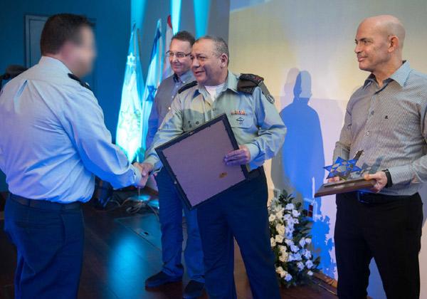 """להוקיר קצינים מובילים בפעילות טכנולוגית מתקדמת וחדשנית בצה""""ל. צילום: דובר צה""""ל"""