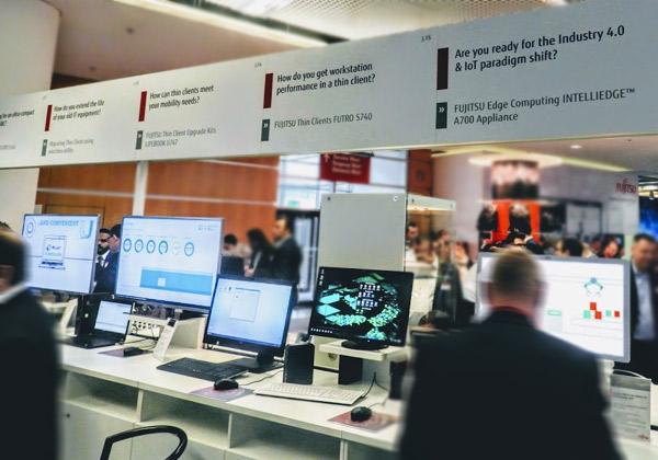 עמדת תצוגה להתקני IntelliEdge ב-Fujitsu Forum 2017. צילום: פלי הנמר