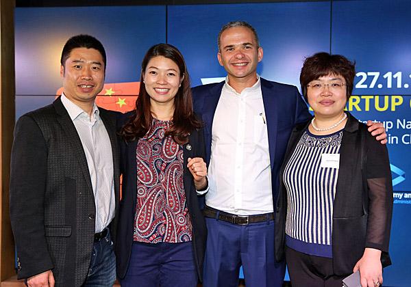 מימין: שרי וואנג, מנהלת שותפה ב-Peakview Capital; אופיר גור, הנספח המסחרי של משרד הכלכלה בבייג'ינג; קסולינג קאן, מנהלת ב-Peakview Capital; ובו ייקון, מייסד DayDayUp. צילום: עזרא לוי