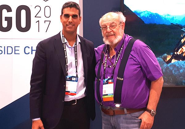 """מימין: ד""""ר ג'ימי שוורצקוף, מנכ""""ל STKI, ושי נוני, מנכ״ל קומוולט ישראל. צילום: רן מירון"""