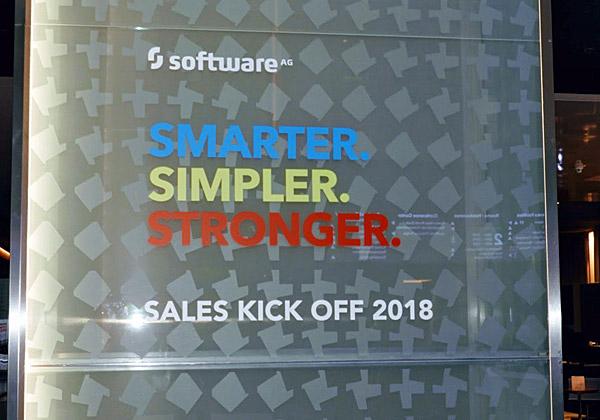 השלט בכניסה לתערוכה של Software AG. צילום: פלי הנמר