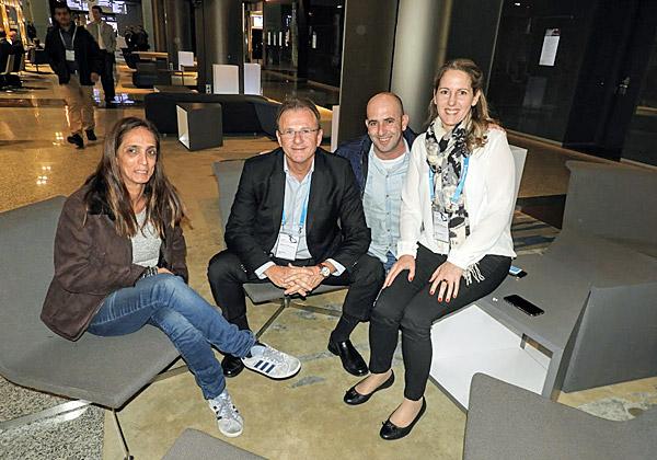 מימין: מיכל מורדוביץ', מנהלת השיווק של Software AG ישראל; אלי כהן, מנהל מרכז המצוינות Adabas/Natural; ערן אלראי, מנכ