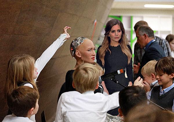 רובוטית השנה. סופיה. צילום: ביזנס ויקי, מתוך ויקיפדיה
