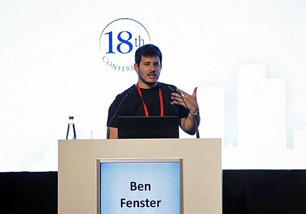 בן פנסטר, מייסד הסטארט-אפ Anzu.io, בנאום מעלית. צילום: דרור סיתהכל