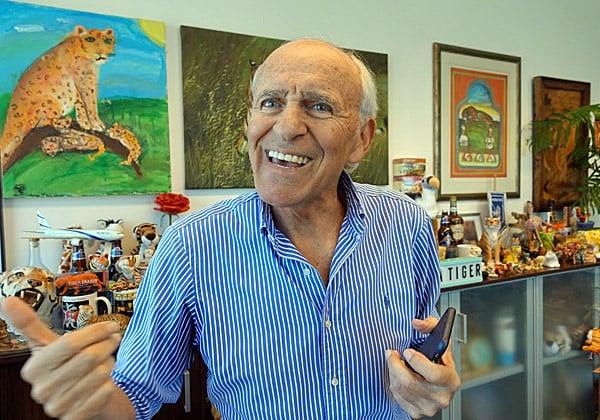 """עוד """"דבר חוכמה"""" נהגה בחיוך אנרגטי מידבק, במלוא שיניים לבנות בוהקות ובעיניים מאירות וכחולות. צילום: פלי הנמר"""