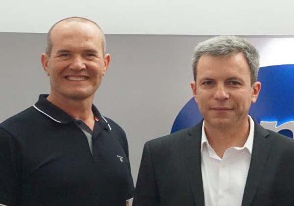 """מימין: סלביק גימלברנד, מנכ""""ל לינוטק, ושי אוזון, מנכ""""ל One1. צילום: יח""""צ One1."""