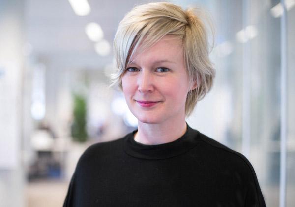 """אדריאן אנגיסט, מנהלת פיתוח מוצר הודעות ומנהלת אסטרטגיית המוצר העולמית ב-Booking.com. צילום: יח""""צ"""
