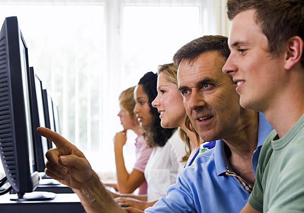 לומדים היי-טק - בחינם. צילום אילוסטרציה: מאנקי ביזנס אימג'ס, BigStock