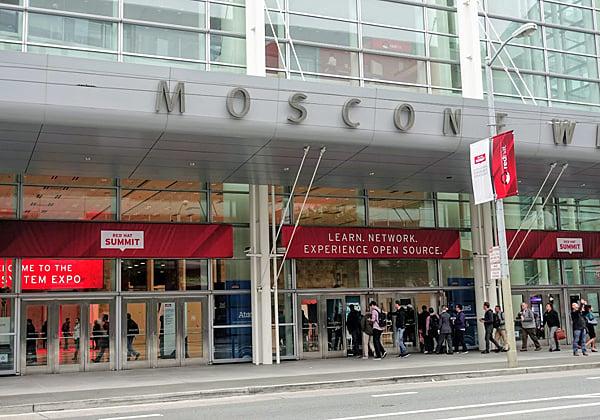 ראשוני המשתתפים פקדו את מוסקוני סנטר מוקדם בבוקר, כנראה בגלל הג'ט לג - לפחות לאלה שהגיעו ממדינות רחוקות מארצות הברית. צילום: פלי הנמר