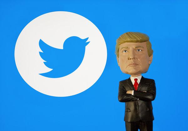 """נשיא ארה""""ב דונלד טראמפ נכנס באפל דרך טוויטר. אילוסטרציה: BigStock"""
