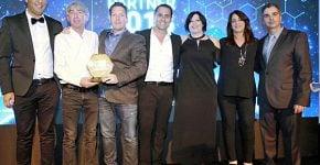 """מימין: ליאור פוני, מנכ""""ל Dell-EMC ישראל; לימור גולדשטיין ודורית סונר, מנהלות שותפים ב-Dell-EMC ישראל; ינון גולן, סמנכ""""ל המכירות של AllTrade; גדי רייכמן, היו""""ר והבעלים של AllTrade; אפי צ'אושו, מנכ""""ל הקבוצה; ומשה גרינברג, מנהל מוצר Dell-EMC ב-AllTrade. צילום: ניב קנטור"""