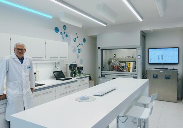 מעבדה משלבת את תחומי פתרונותיה של סימנס: חשמול, אוטומציה ודיגיטציה. צילום: פלי הנמר