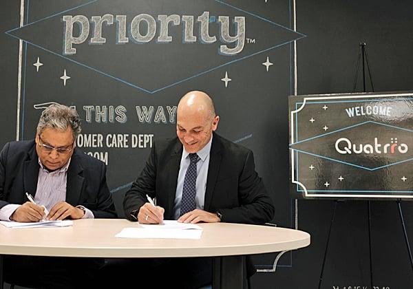 מעמד החתימה על ההסכם. מימין: אנדרס ריכטר, מנכ