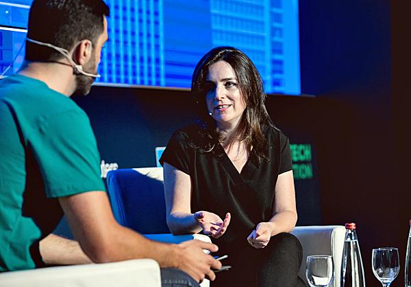 """מיכל קיסוס הרצוג, מנכ""""לית Pepper, בשיחה עם בן פלד, יזם ומנכ""""ל הכנס. צילום: תומר פולטין"""
