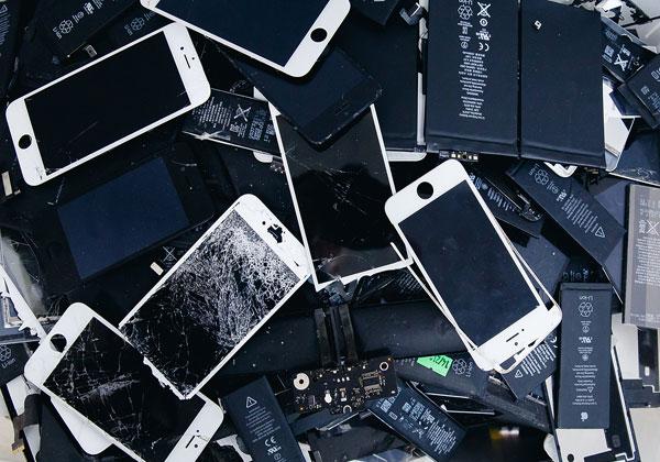 אייפונים של אפל. צילום: BigStock