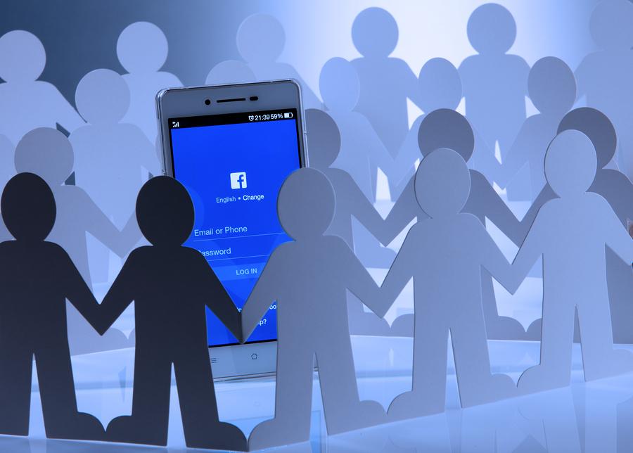 דרך להפיץ הונאה? קבוצות בפייסבוק. אילוסטרציה: BigStock