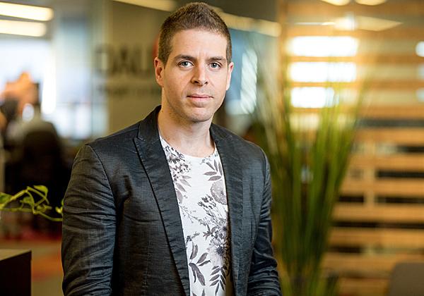דוד בראונשטיין, מנהל צוות מעצבי UI/UX בקבוצת וובפאלס. צילום: מיכה לובטון