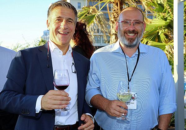 מימין: חנן שוורצבורד ממארוול עם מרקו ריבולי, מנהל פעילות דרום אירופה ב-FireEye. צילום: ניב קנטור