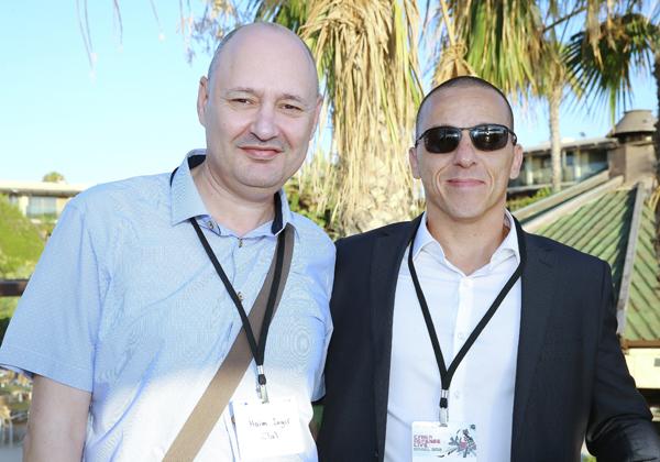 מימין: עידן בן נאים, מנהל מכירות ב-FireEye, וחיים אינגר, מנהל תחום הטכנולוגיה והתשתיות בכלל ביטוח. צילום: ניב קנטור