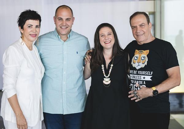 """הנמר והקוסמת עם נדב טוביאס,, מנכ""""ל נוטניקס ישראל, ואשתו"""