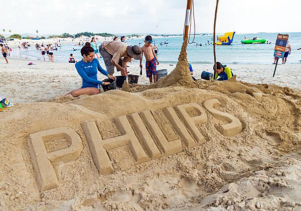 סדנת פיסול בחול. צילום: סתיו גרץ, אלדן הפקות