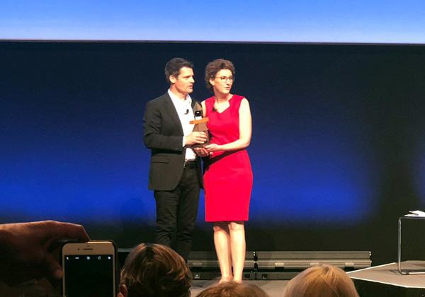 """מימין: ענת מרקוס, סגנית נשיא בכירה לתפעול משאבי אנוש ושירותי עובדים גלובלי בטבע; וגרג טומב, נשיא SAP Successfactors. צילום: יח""""צ"""
