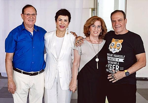 """עם אריה סקופ, לשעבר מנכ""""ל מיקרוסופט ישראל, ורעייתו"""