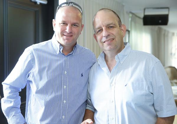 מימין: אייל דוד, מנהל מכירות SME ב-VMware ישראל; ואמיר שי, מנהל מוצר VMware ב-C-Data. צילום: ניב קנטור