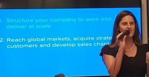 """תות שני, שותפה ומנכ""""ל האקסלרטור העסקי החדש 365x במפגש של הסטארטאפים שנבחרו לתכנית. צילום: יח""""צ"""