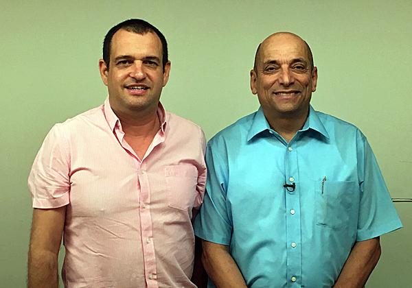 """מימין: אפרים קרמר, מנכ""""ל אשת טורס, ויוחאי אנגלסמן, מנמ""""ר החברה. צילום: יח""""צ"""