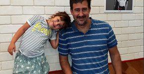 """זיו קדם, מנכ""""ל Zerto, ובתו, דניאל, שנשלפה לרגע מהקייטנה. צילום: שרית רותם"""