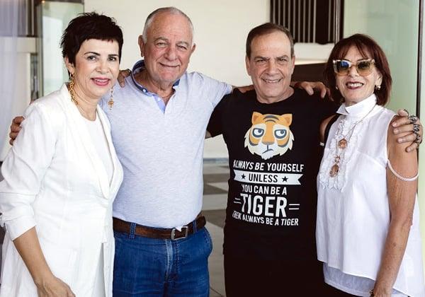 עם רוני עינב, ממייסדי המימד הרביעי ומוכריה ל-BMC, וכיום משקיע סדרתי, ורעייתו