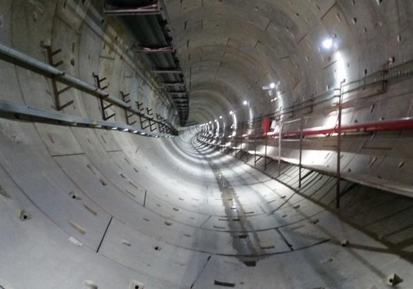 מנהרה של הרכבת הקלה בקריית אריה שבפתח תקווה. צילום: McKaby, מתוך ויקיפדיה