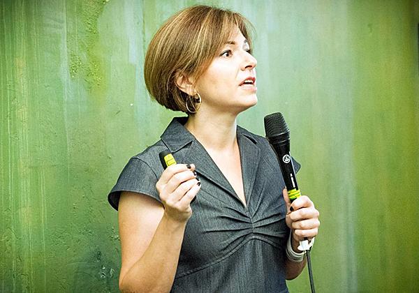 """ד""""ר ג'וליה שמיר, מרצה בנושא אתיקה עסקית. צילום: טלי בן אריה"""